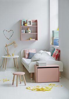 Kinderzimmer mit Bett und Bank aus dem Programm FLEXA PLAY (auch in anderen Farben erhältlich)