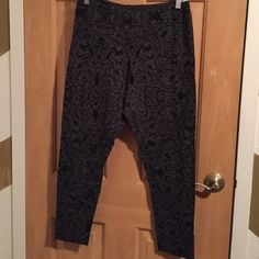 Old Navy Patterned Leggings Grey and black printed leggings. Only worn once. Old Navy Pants Leggings