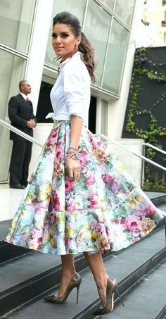 Love that floral printed frilly skirt. <3