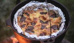 Make your next camping trip a gourmet affair with this delicious bread and butter pudding recipe from Genevieve Taylor's How To Eat Outside book. Rich and satisfying! No Bake Brownies, Peanut Butter Brownies, Best Brownies, Baking Recipes, Dessert Recipes, Desserts, Springform Cake Tin, Bread And Butter Pudding, Cake Tins
