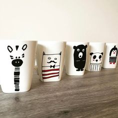 Want to make some DIY mugs and some free time in hand? Then it's the perfect time to use these DIY mugs ideas. Pottery Painting, Diy Painting, Rock Painting, Diy Becher, Diy For Kids, Crafts For Kids, Painted Coffee Mugs, Pottery Animals, Animal Mugs