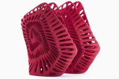"""Le creazioni di 5 famosi artisti realizzate in 3D grazie alla tecnologia 3D Systems. United Nude e 3D systems hanno presentato, alla settimana del design di Milano appena trascorsa, una collezione di scarpe stampate in 3D decisamente """"fashion"""". United Nude e 3D systems tornano ancora assieme per dimostrare la forza ed i confini che offre la stampa 3D e lo fanno come meglio non si poteva. Noi di 3DZ Group abbiamo potuto partecipare (teatro Arsenale, via c. Correnti 11) e vedere le 5 paia di…"""