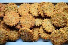 Nuselská kuchta uvádí ...: CIBULOVÉ SUŠENKY S MÁKEM Dog Food Recipes, Cooking Recipes, Biscotti, Crackers, Ham, Cheesecake, Food And Drink, Appetizers, Low Carb