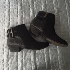 Black✨GLITTER✨Booties Cute little shoe to add sparkle to a cold winter day, suede front, I spilled a bit of wax on the left shoe (see picture 3) but you can go over it with black permanent marker and it's no longer noticeable! Vince Camuto Shoes