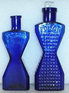 Page Nevermind the Bollards Non-Ripper URL's Antique Glass Bottles, Blue Glass Bottles, Blue Bottle, Vintage Bottles, Bottles And Jars, Glass Jars, Perfume Bottles, Vintage Perfume, Bleu Cobalt