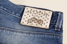 Hot printed leather label made in Italy by Panama Trimmings #denim #details #vintage #labeling #studs