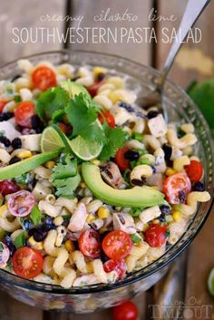 This Creamy Cilantro Lime Southwestern Pasta Salad recipe is satisfying enough for an easy dinner or a tasty addition to any party, BBQ or get together. Could leave black beans out. Salad Recipes Video, Salad Recipes For Dinner, Potluck Recipes, Pasta Salad Recipes, Healthy Salad Recipes, Cooking Recipes, Cooking Pork, Spinach Recipes, Healthy Dishes