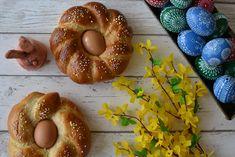 Velikonoční věnec s barevnými vajíčky