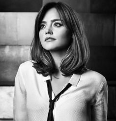 """clara-oswald: """" Jenna Coleman in Entertainment Weekly [x] and Empire Magazine [x] for Doctor Who. Cabelo Log Bob, Medium Hair Styles, Short Hair Styles, Edgy Short Haircuts, Bob Haircuts, Winter Mode, Look Chic, Pixie Cut, Belle Photo"""