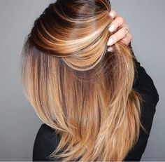 You can never go wrong with ombre hair when you're looking to give yourself a complete makeover. Take your hair on a wild adventure with these sassy ombre hair ideas. Feathered Hairstyles, Cool Hairstyles, Cinnamon Hair, Coiffure Hair, Natural Hair Styles, Short Hair Styles, Strawberry Blonde Hair, Beautiful Hair Color, Fall Hair Colors