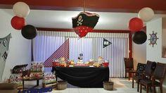Mesa barco, cofre con tesoros, red de pescar y demás motivos para la fiesta temática