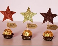 Marcasitos Ferrero Rocher Chocolates - New Sites Xmas Crafts, Diy Christmas Gifts, Christmas Treats, Christmas Holidays, Diy And Crafts, Crafts For Kids, Christmas Ornaments, Christmas Table Decorations, Birthday Decorations