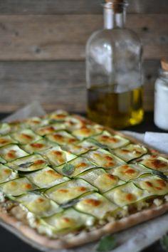 Receitas de Célio Cruz, utilizando produtos Tété: Pizza de courgette e requeijão (www.tete.pt/sabores/pizzas_cc).