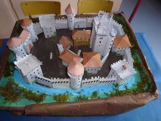School Projects, Projects For Kids, Diy For Kids, Crafts For Kids, Chateau Fort Moyen Age, Model Castle, Maquette Architecture, Castle Crafts, Island Crafts