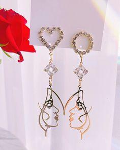 Star Jewelry, Cute Jewelry, Jewelry Accessories, Women Jewelry, Funky Earrings, Unique Earrings, Tattoo Care, Crystal Crown, Delicate Jewelry