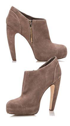 Brown Heel booties//
