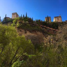 Después de las nubes y la lluvia de ayer, mirad que tiempo tenemos hoy. Granada, Alhambra.