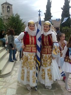 Traditional Costume of Karpathos. Greek Traditional Dress, Traditional Fashion, Traditional Outfits, Greek Dress, Costumes Around The World, Art Populaire, Greek Culture, Folk Dance, Ethnic Dress