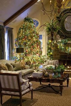 A floral and interior designer by trade, Chip Jones believes that the key to a beautiful holiday home is using fresh elements, so during the winter months he takes long walks in search of foliage to incorporate into his décor. http://athomearkansas.com/article/holiday-homecoming/