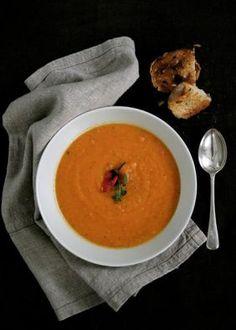 One pot wonder - lettvint gryterett - Mat På Bordet Veggie Recipes, Soup Recipes, Chili, One Pot Wonders, Red Lentil Soup, Veggie Soup, Quesadilla, Lentils, Thai Red Curry