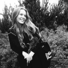 Image about smile in eva mohn - black by gabe Chris Evans, Skam Cast, Pretty People, Beautiful People, Beautiful Ladies, Chris And Eva, Noora And William, Skam Aesthetic, Noora Skam