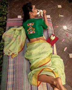 Blouse Back Neck Designs, Sari Blouse Designs, Fancy Blouse Designs, Bridal Blouse Designs, Traditional Blouse Designs, Curvy Girl Lingerie, Stylish Blouse Design, Beautiful Blouses, Indian Beauty Saree