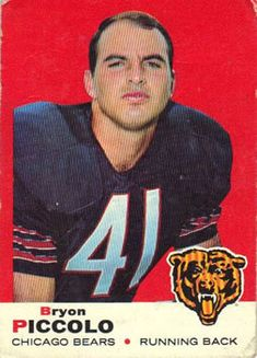 Brian Piccolo of the Chicago Bears Nfl Football Players, Bears Football, Notre Dame Football, Alabama Football, American Football, Football Memes, Football Trading Cards, Baseball Cards, Nfl Uniforms