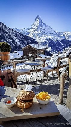 3 Gourmet-Restaurants am Matterhorn -- Chaletdorf Findeln bei Zermatt Zermatt, Holiday Destinations, Travel Destinations, La Provence France, Places To Travel, Places To Visit, Winter Photos, Swiss Alps, Belle Photo