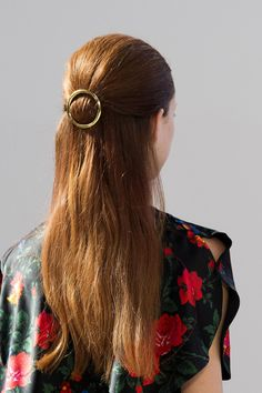Perfect graduation hair styles to rock under your cap: add an accent!