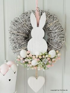 Door wreath with spring flowers and rabbit motif as an Easter decoration / Pretty doo . - Pretty door wreath with spring flowers and Easter bunny motif to decorate your home made by ChriSue - Spring Decoration, Decoration Evenementielle, Flowers Decoration, Diy Wreath, Door Wreaths, Burlap Wreath, Cotton Wreath, Wreath Ideas, Grapevine Wreath