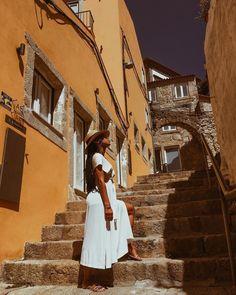 """𝐈𝐍𝐀𝐇 𝐃𝐎 𝐀𝐑𝐓𝐄 on Instagram: """"Um breve verão de 2020 ☀️🌤________________ #eurosummer #porto #escadadasverdades #portugal🇵🇹 #blackgirlsrock #melanin…"""""""