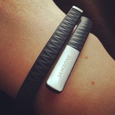 This is amazing! Tracks your sleep, steps, calories, etc...Absolutely love my jawbone up. #knowyourself