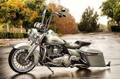 "Credit to : @ricardophotographer ===================== Follow & Tag ""HD Tourers and Baggers"" on Instagram Facebook Twitter & across the Web. ===================== #hdtourersandbaggers ===================== #instamotogallery #instamoto #motorcycles #harleydavidson #roadkingclassic #roadking #roadglide #streetglide #softail #showoffmyharley #harleysofinstagram #harleylife #bikelife #bikersofinstagra #bikestagram #harleyrider #harleyriders #customharley #throttlezone #harleydavidsonnation…"