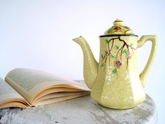 Buttercream Majolica Teapot. Very cottage chic! #teapot #vintage