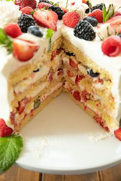 Chantilly Cake Recipe, Berry Chantilly Cake, Homemade Birthday Cakes, Homemade Cakes, Just Desserts, Delicious Desserts, French Desserts, Whole Foods Cake, Berry Cake