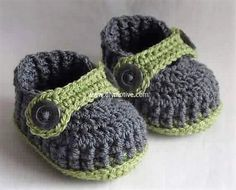 crocheted baby shoes 26
