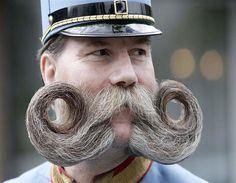 Oostenrijkse deelnemer aan snorrenwedstrijd (© AP)