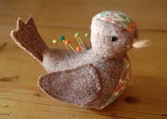// Bird pin cushion Gaia by minoridesign