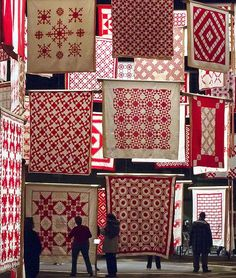 Infinite Variety, Three Centuries of Red and White Quilts. NYC Red and White Quilt Expo. Old Quilts, Antique Quilts, Vintage Quilts, Colchas Quilt, Patch Quilt, Quilting Projects, Quilting Designs, Crochet Projects, Quilt Display