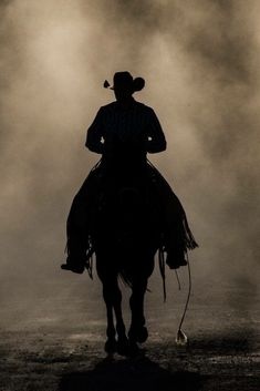 Riding drag,eating the dust. Riding drag,eating the dust. Rodeo Cowboys, Real Cowboys, Cowboys And Indians, Cowboy Horse, Cowboy Up, Cowboy And Cowgirl, Films Western, Western Art, Foto Cowgirl