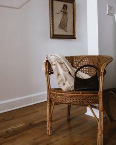 #vintage #wickerchair#lintervalle Fashion Over, Trendy Fashion, Outdoor Furniture, Outdoor Decor, Autumn Fashion, Minimalist, Boho, Inspiration, Vintage