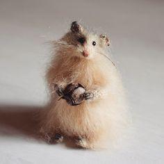 Fluffy beige hamster:)) hand-knitted from high-quality mohair yarn. Sold❄️❄️❄️ Животинка новая вот такая получилась)) делает всем приветственные жесты ушком, ну потому что лапы очень заняты))) дом нашел)
