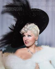Golden Age Of Hollywood, Classic Hollywood, Old Hollywood, Large Feathers, Mae West, Feather Hat, Classic Movie Stars, Stars Then And Now, Famous Movies