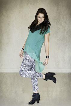 scarf, green, snake skin, black heels