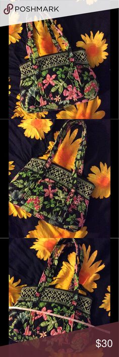Vera Bradley bag • •Condition: SALE is FINAL  •Please feel free to make offers! ✅  •NO ❌️️or Ⓜ️erc❌ •I am able to model (almost all of- No intimates or swim) items I have posted! If I haven't already- just ask   •Measurements & more pictures available upon request!  •FREgE GIFT INCLUDED (when gifts are available) Vera Bradley Bags Shoulder Bags