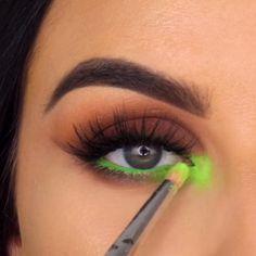 Easy Makeup Tips to Make You Look Gorgeous! tips videos Easy Makeup Tips to Make You Look Gorgeous! Contour Makeup, Skin Makeup, Eyeshadow Makeup, Eyeshadow Steps, Morphe Eyeshadow, Makeup Brush, Eyeshadows, Makeup Remover, Makeup Inspo