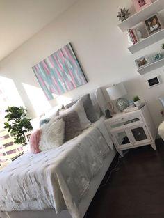 Billedresultat for remi ashten room My New Room, My Room, Teen Room Decor, Bedroom Decor, Bedroom Ideas, First Apartment Decorating, Bedroom Layouts, Room Setup, Home Decor Furniture