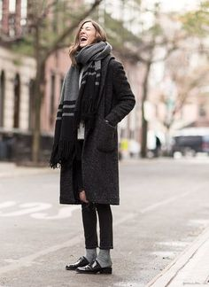 Look Casual adopté cet hiver ! Fashion Mode, Womens Fashion, Style Fashion, Socks Outfit, Over The Top, Winter Mode, Casual, Street Style, Look Chic