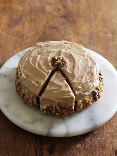 moist carrot cake w/ spiced maple frosting // vegan, gluten free, refined sugar free! Sugar Free Recipes, Sweet Recipes, Cake Recipes, Dessert Recipes, Vegan Treats, Vegan Foods, Healthy Treats, Dessert Sans Gluten, Bon Dessert