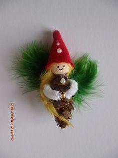 DIY selbstgemachte Geschenke. Meine handgefertigten Märchenfiguren aus Zapfen & Naturmaterial sind eine bezaubernde Geschenkidee für Kinder, Enkel und Freunde - für jeden Anlass: Weihnachten, Silvester, Geburtstag, als Glücksbringer für die Prüfung, oder als Mitbringsel. Zwerge, Feen, Elfen, Wichtel ... weitere selbstgemachte Figuren finden Sie auf daninas-kunst-werkstatt.at
